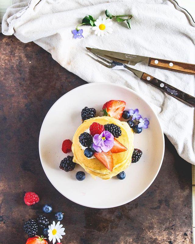 Pannekaker toppet med bær